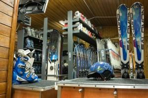 Стеллажи и стойки для хранения горнолыжного оборудования